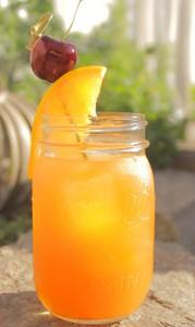 Kentucky Peach Smash cocktail