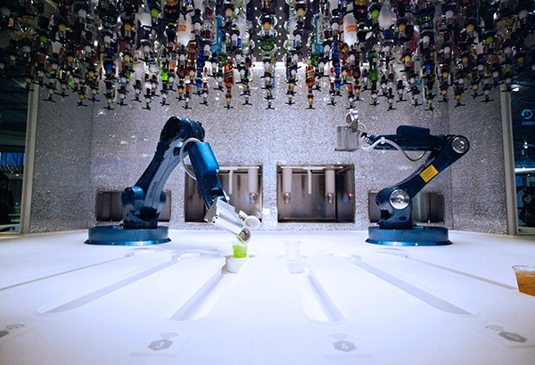 03_Robots_front_view
