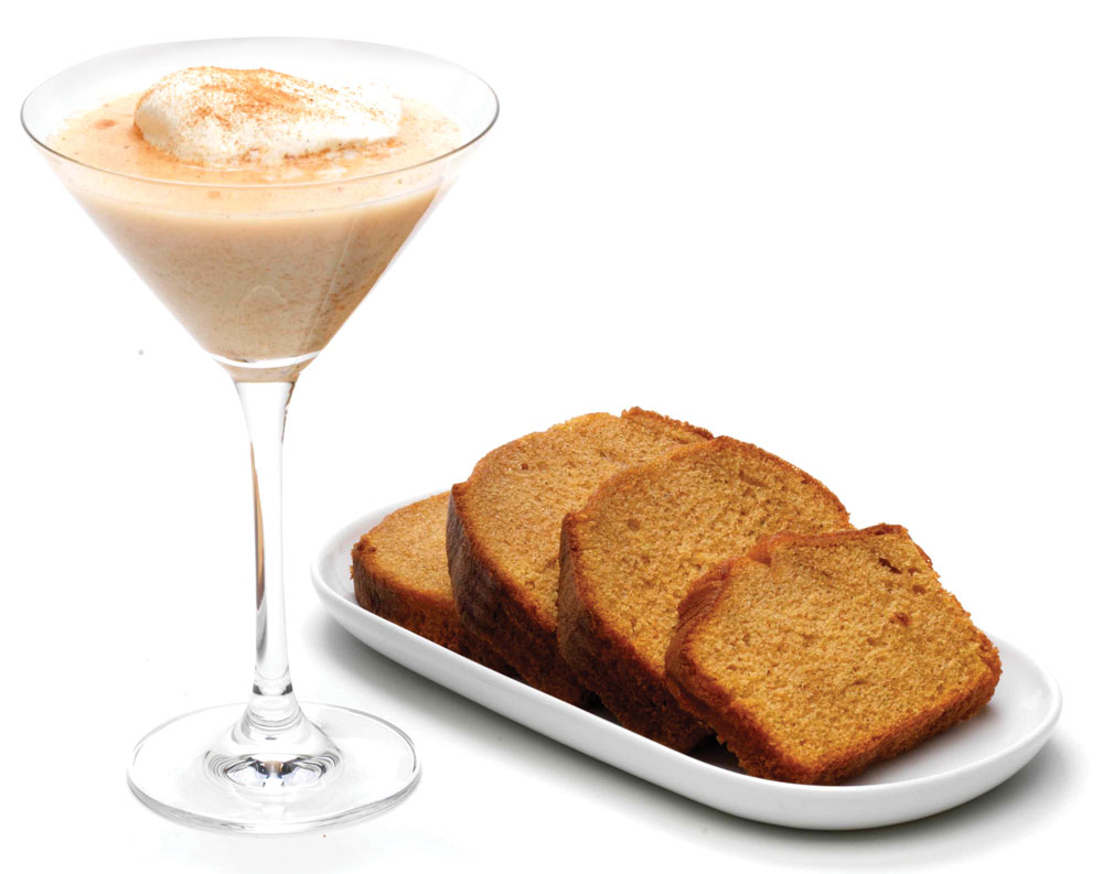 Gingerbread-Martini-with-cream-and-bread-