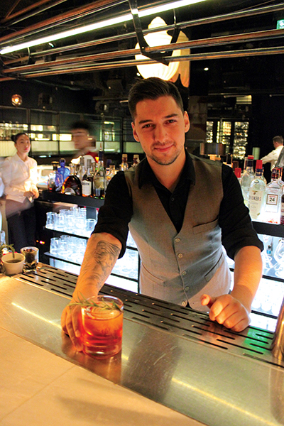 Unico Mixologist Guilherme Valdivieso-Jimenez serving a Negroni cocktail.