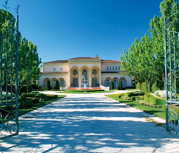 villa-gates