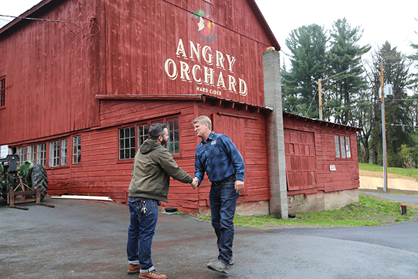 Pete Nelson meeting the treehouse owner at Angry Orchard.